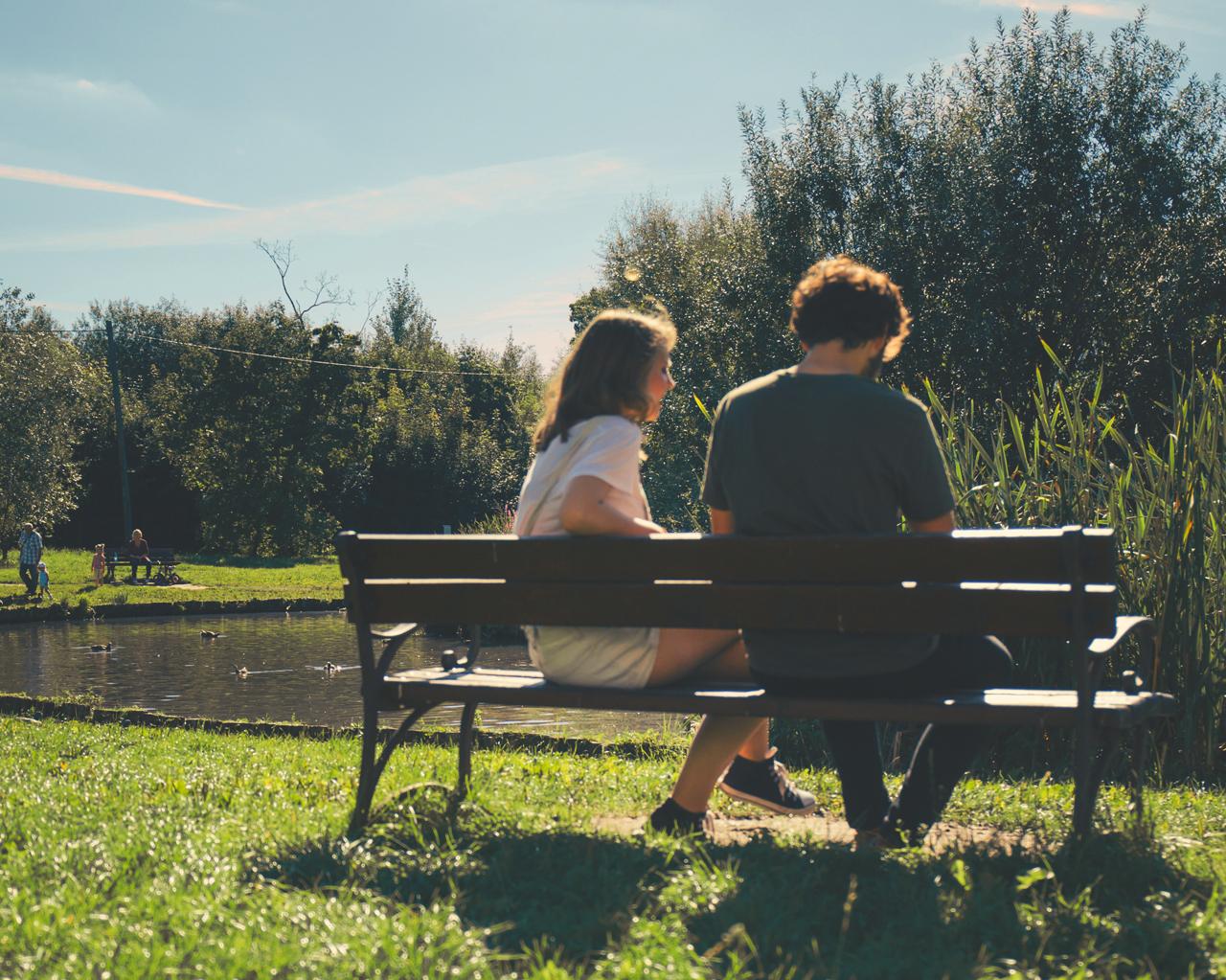2017-10-27-Park-Bench-Couple-Conversation - Reach10-1995